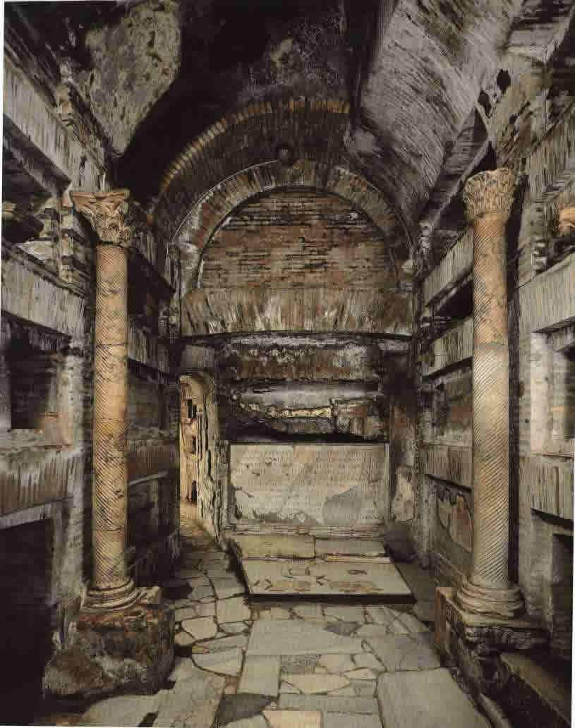 DÖNEM SOYGUNUNA UĞRAMIŞ AÇILMIŞ MEZAR ÖRNEKLERİ Pope_catacomb