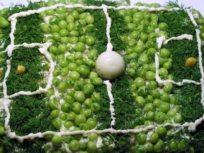 Салат -  Футбольное поле