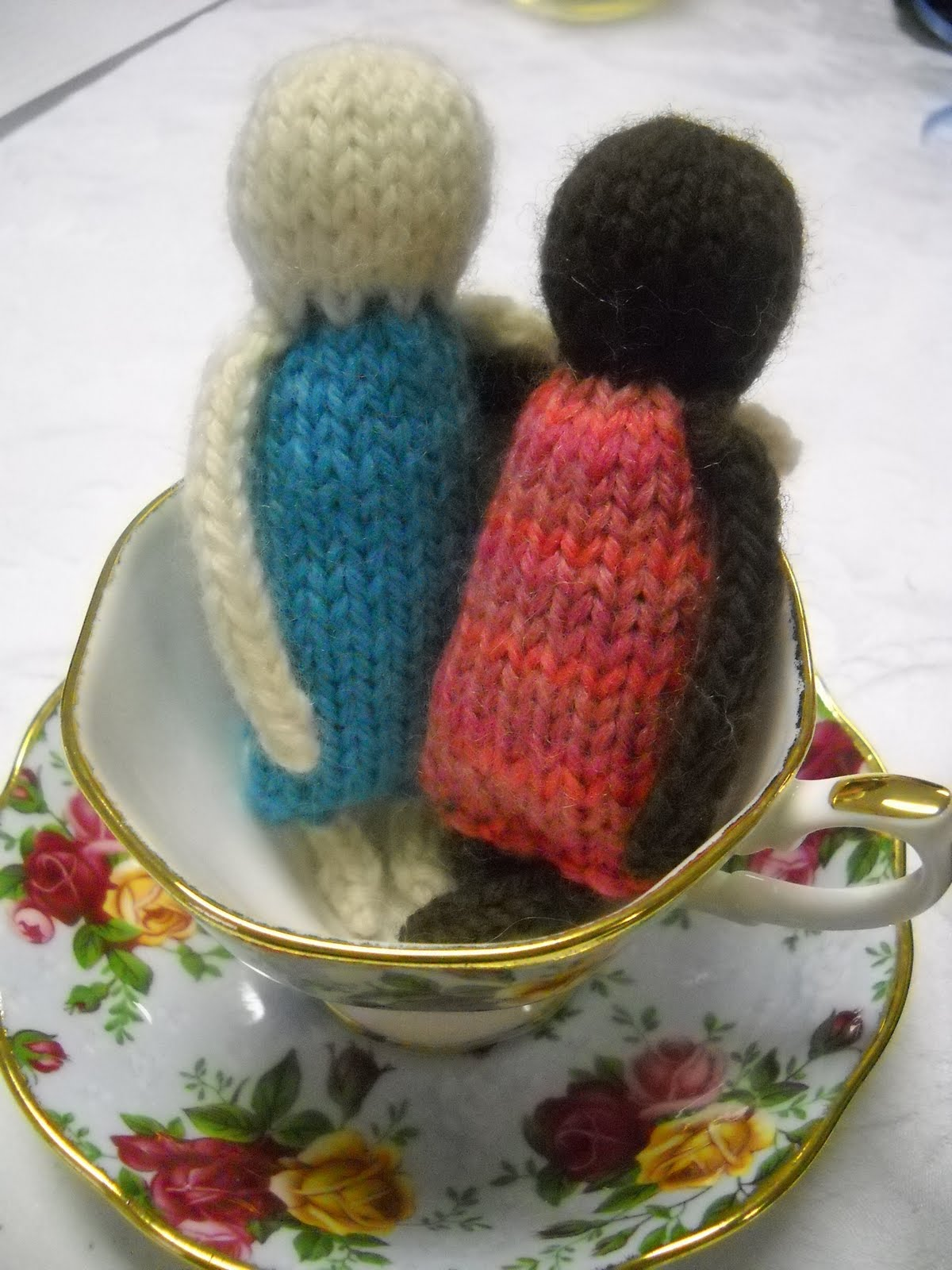 Holly Marie Knits: Free Pattern: Petite Dolls