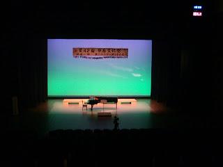 客席からステージ