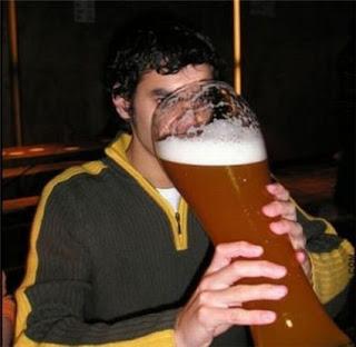 http://2.bp.blogspot.com/_v0FKm_Y6p-8/SlO2I8HpemI/AAAAAAAABCo/nqEMmuHdoBQ/s320/atleta+cerveja.bmp