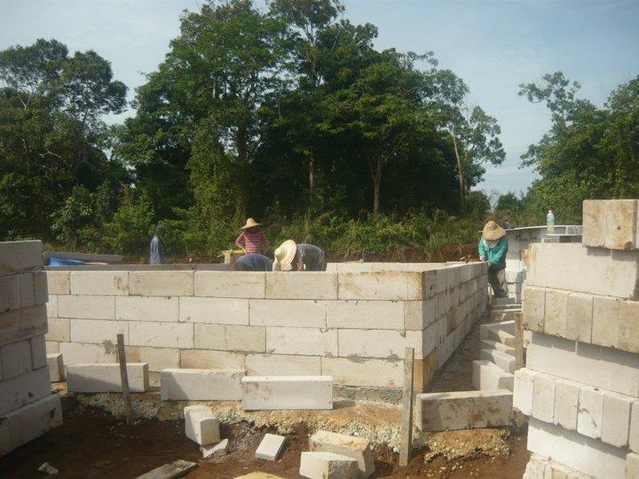 pembinaan rumah burung walit sedang berjalan sudut dalam rumah burung