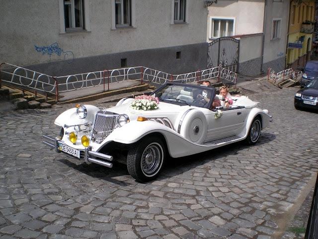 Наречені у класисному авто Івано-Франківськ Західна Україна