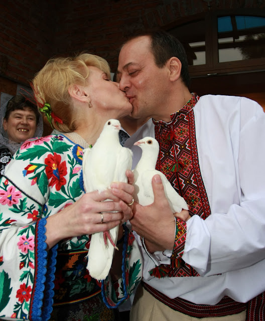 Ukrainian-American wedding: You may kiss your bride