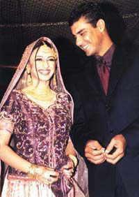waqaryunisandhiswifeonWaleemaDay - Pakistani Celebrities Wedding