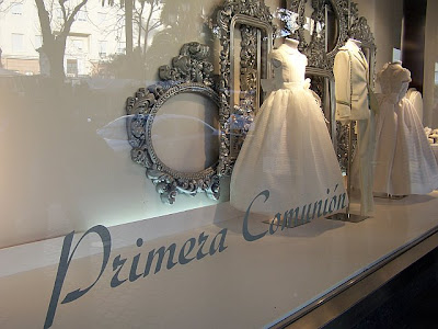 Confirmation Dresses on Primera Comuni  N Dresses In A Store Window