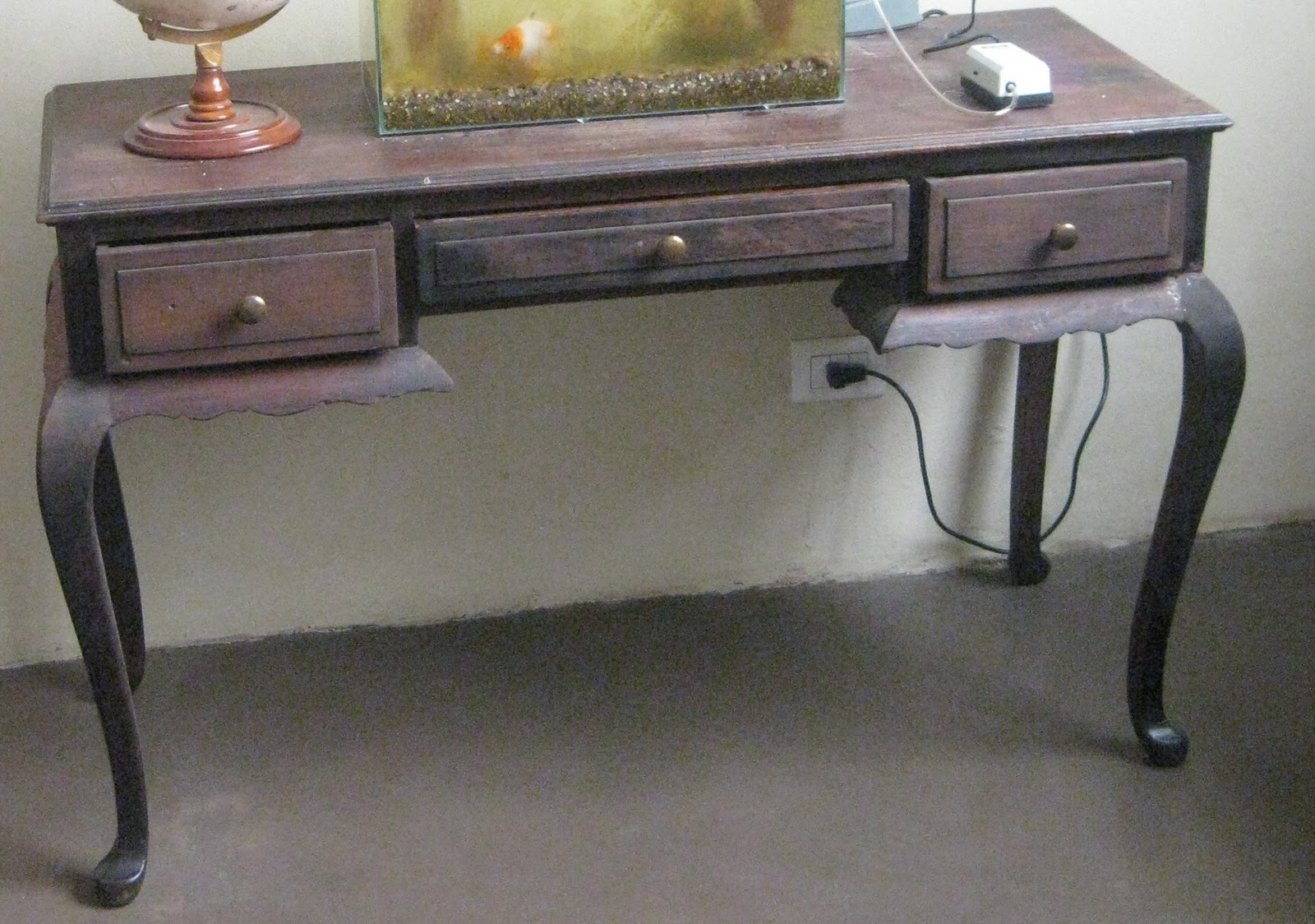 Mesa estilo Chippendale, múltiples usos 3 cajones frontales