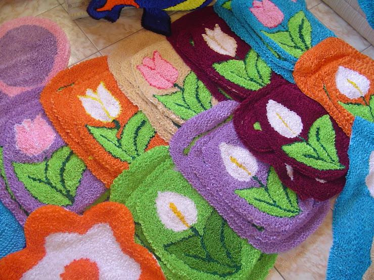 Rugs room size carpets and decor cushions teppiche und for Badezimmer garnituren