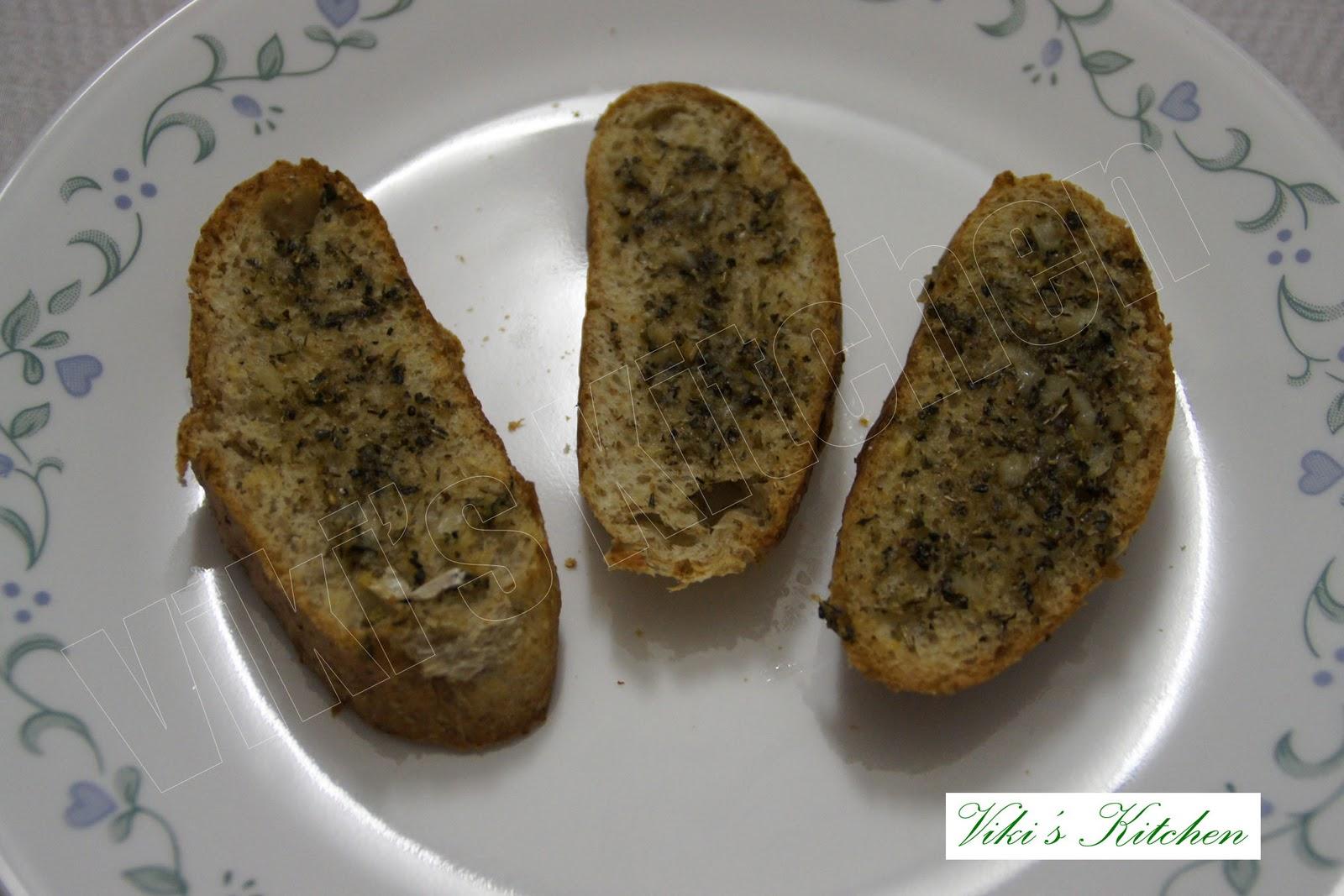 how to cut garlic bread