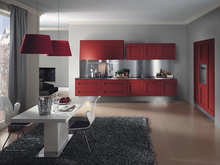 Muebles de cocina en color rojo con fondo metálico e iluminación