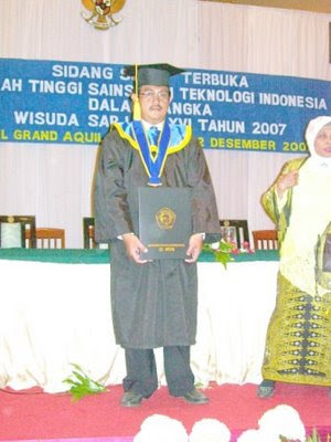 Oldest graduate. Age doesn't discourage you. Congratulation.