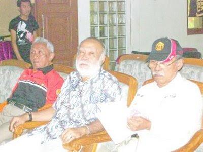 Ir. Susilo S. (YC1BRT), MajGen. IGK Manila (YB0AA), Soeparman (YD1BPK)
