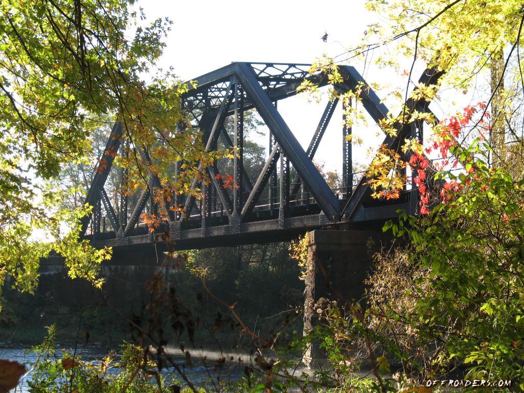 http://2.bp.blogspot.com/_v8eEFfYIwS4/TKeOtk0O6UI/AAAAAAAAANU/85S1z4L-SRo/s1600/steel-rr-bridge-fall-wallpaper.jpg