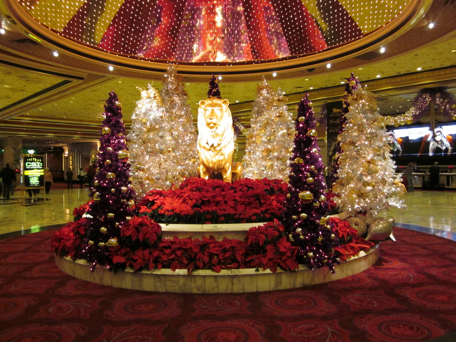 Dilly dally days mrs dillydally travels to las vegas for When does las vegas decorate for christmas