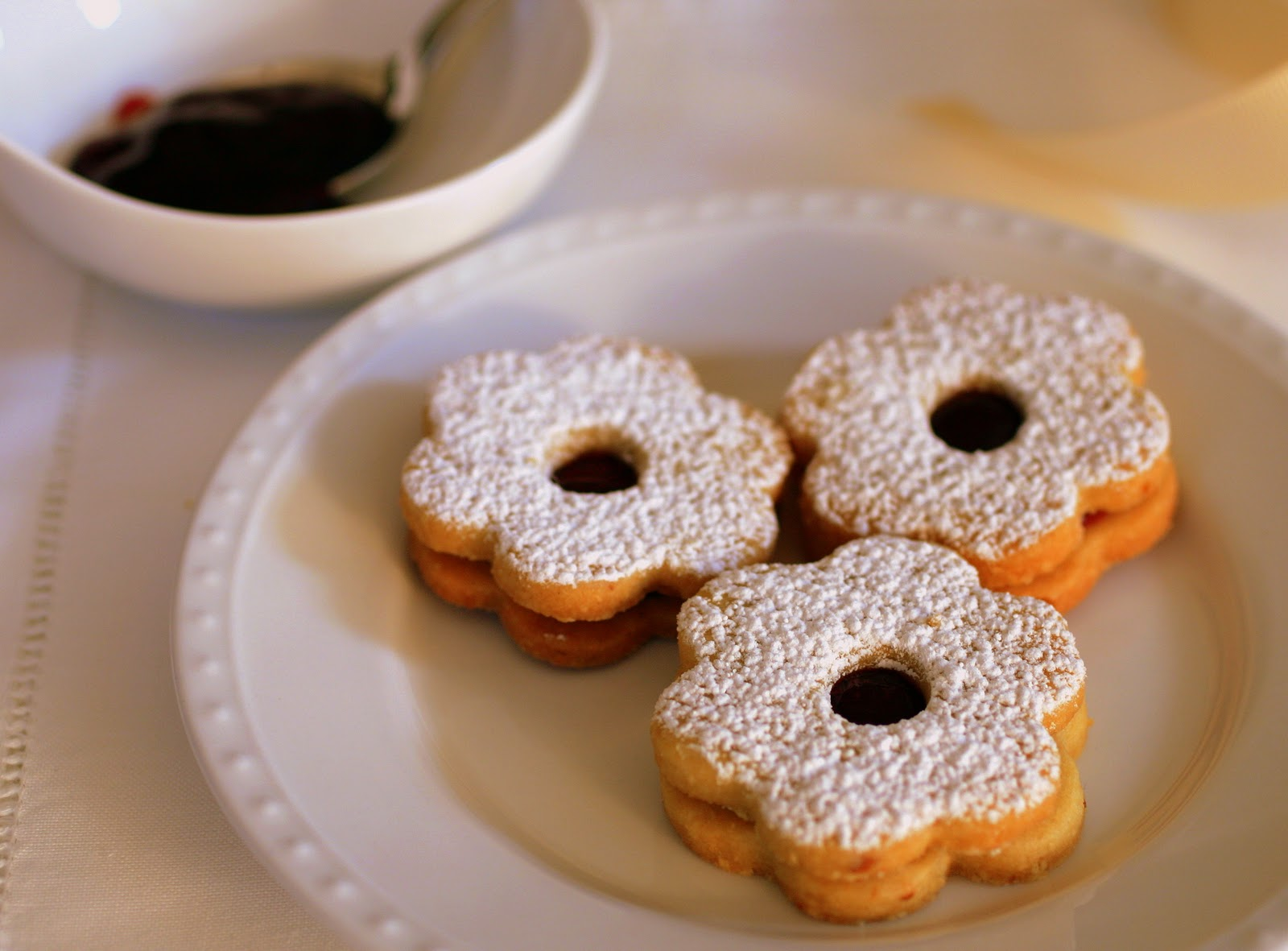 Tish Boyle Sweet Dreams: Holiday Linzer Cookies and Raspberry Macarons