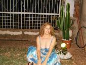 sentada na grama noite de luar