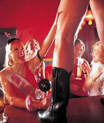 Mujeres salvajes con strippers
