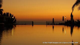 Бассейн в гостинице, закат, Кипр, TripBY, Cyprus, waterpool, sunset