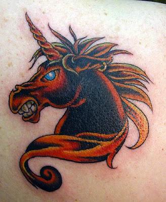 tatuagem de unicórnio selvagem