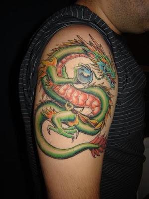 dragão tatuado no braço