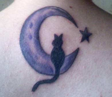 tatuagem gato lua crescente e estrela