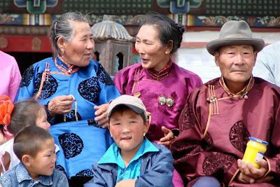 Monastère d'Erdene Züü, la famille se prépare pour une photo souvenir