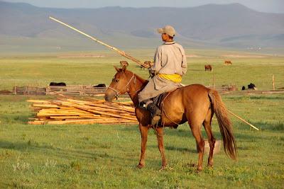 Un cavalier du soir avec son 'urga'