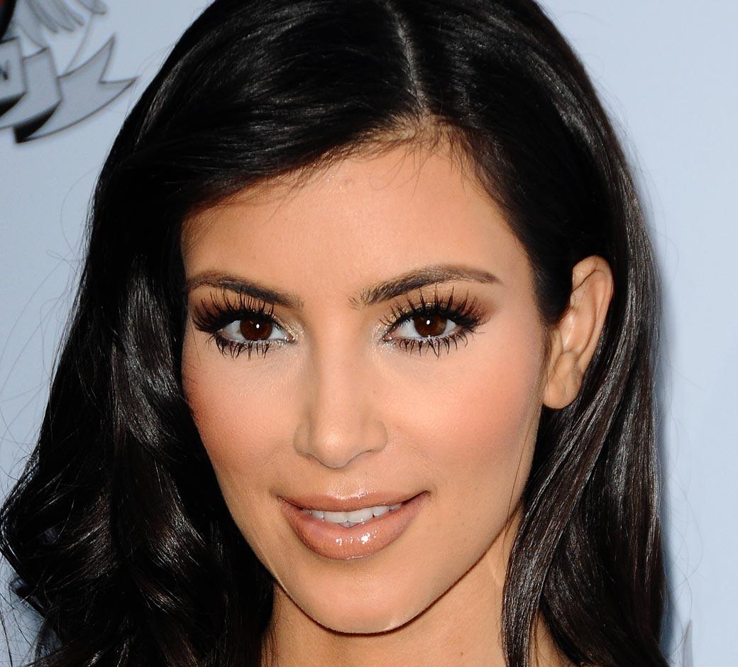 http://2.bp.blogspot.com/_vCTCS1FN-Nc/TT6V0SaHiZI/AAAAAAAAAQ4/3m9f7cXgPfc/s1600/kim-kardashian-nude-lips-FStp121109.jpg