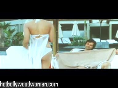 Labels: Bikini Bollywood , Bollywood wardrobe malfunction , bum-chick