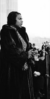 photo of Marian Anderson singing at the Lincoln Memorial