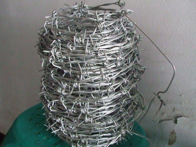 Kawat pula ialah tali yang dibuat daripada logam (spt tembaga dll).
