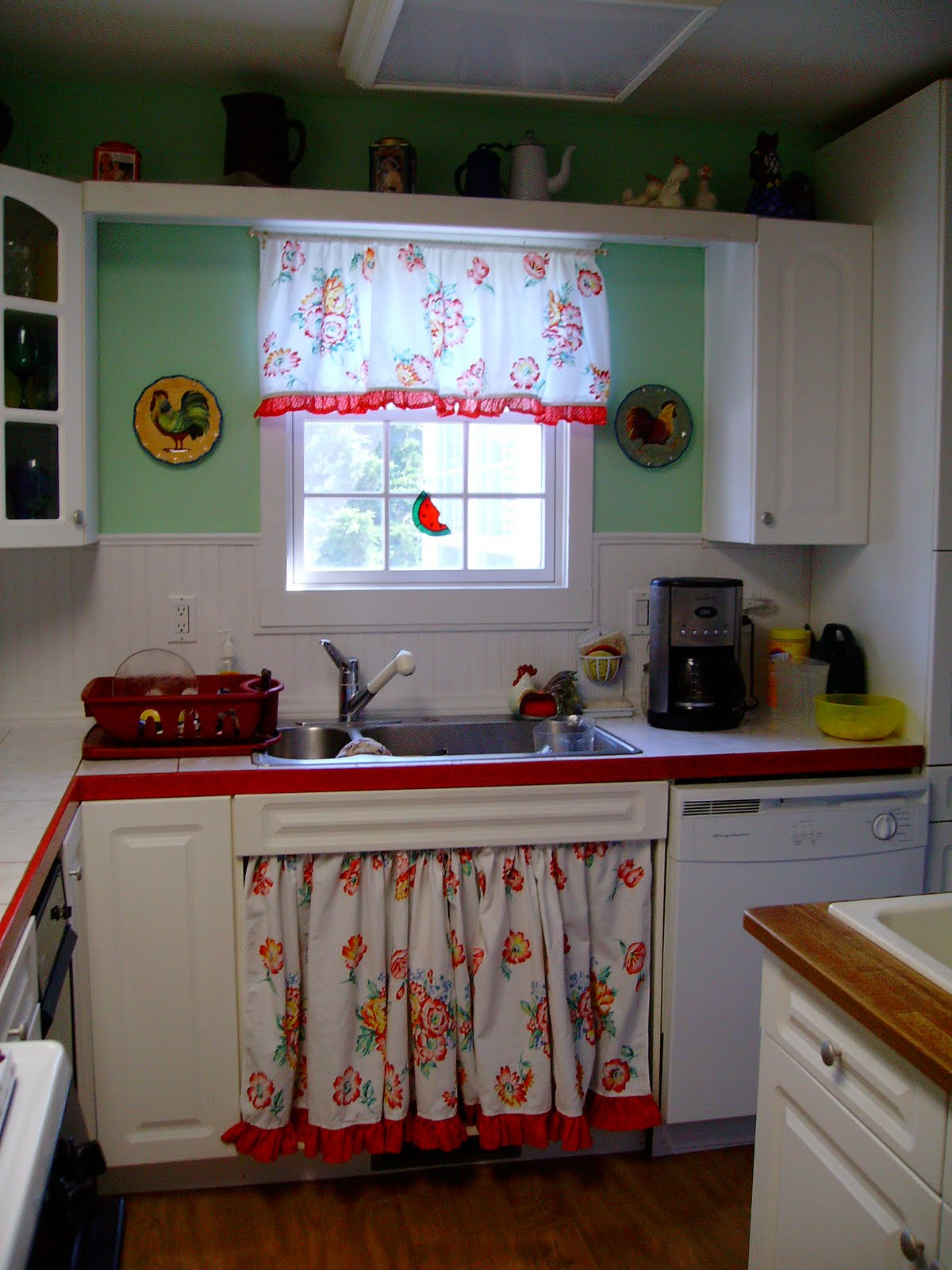 Sharon s Wannabe Cottage A peek at my cute vintage style Kitchen