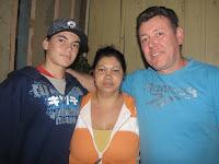 A Direita José Vicente, ao centro a esposa Fátima e a esquerda o Filho Patrick