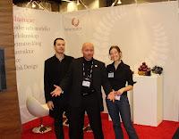 Samir, Tobias & Karin hälsar besökarna välkomna