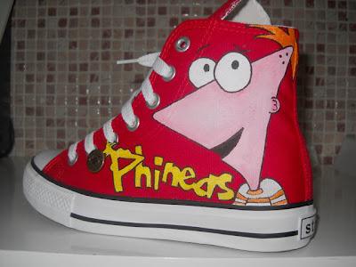 Zapatillas Decoradas De Una Serie De Dibujos Animados Phineas Y Ferb