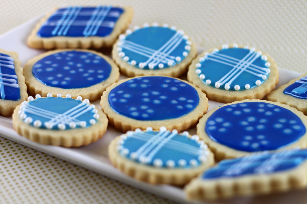 Creative ideas for you: Vanilla Sugar Cookies with Blue Glaze Icing