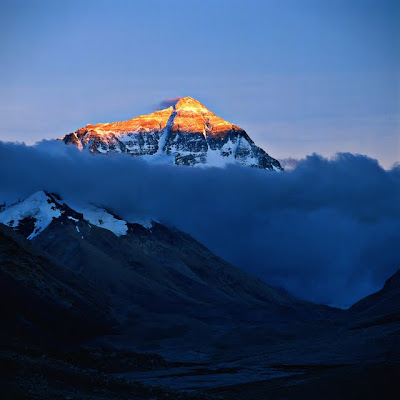 external image Mount_Everest_%28topgold%29+-+%CE%91%CE%BD%CF%84%CE%AF%CE%B3%CF%81%CE%B1%CF%86%CE%BF.jpg
