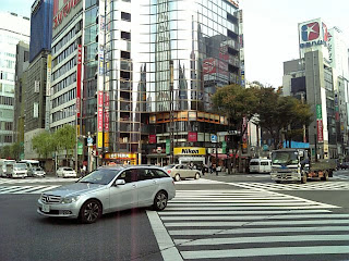 sukiyabashi crossing