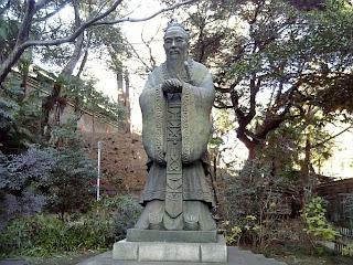 statue of confucious in yushima seido