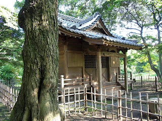 small shinto shrine in hama-rikyu gardens