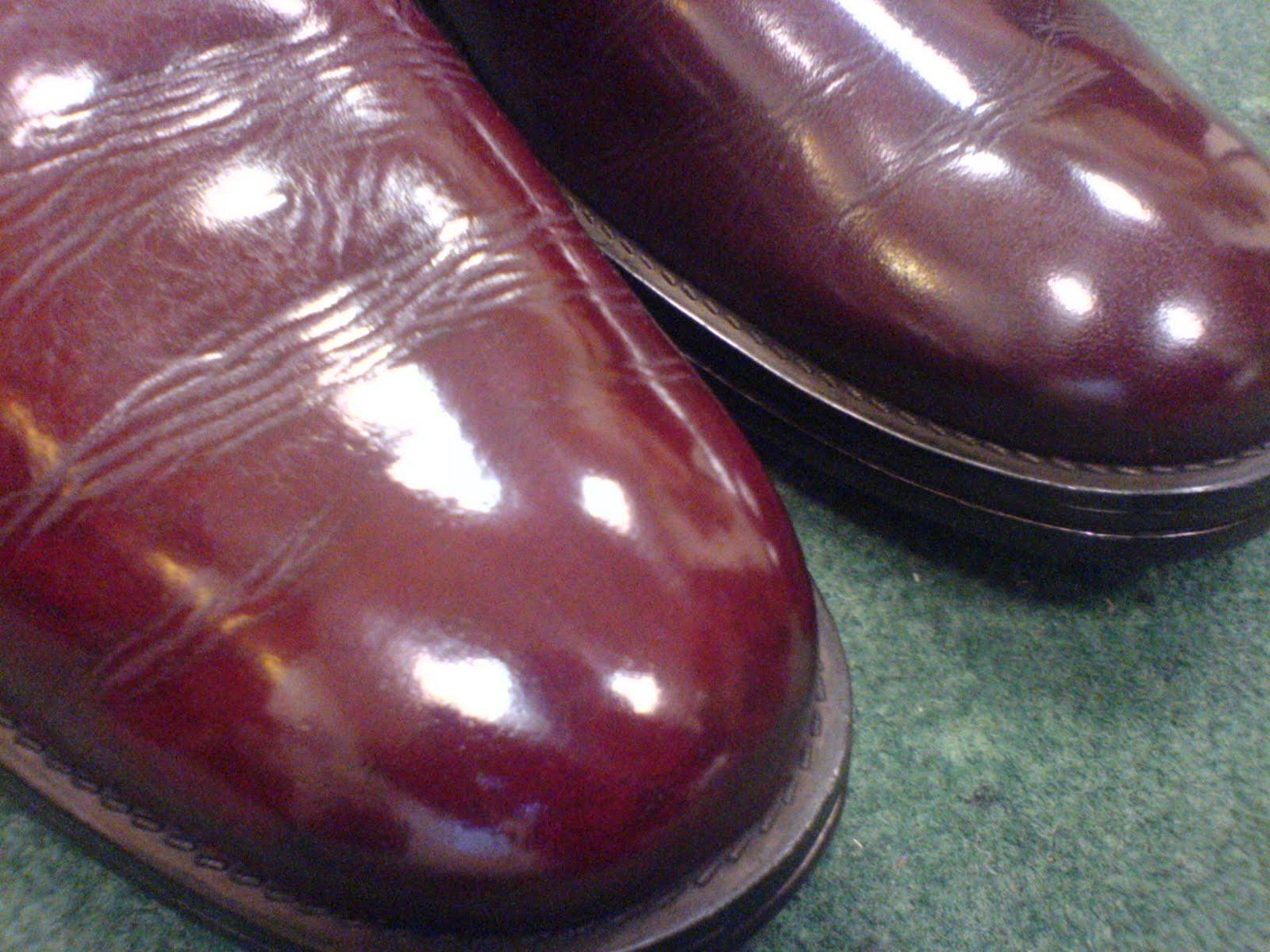 salon cireur talon rouge paris nettoyage et teinture d 39 une paire de boots gold en rouge bordeaux. Black Bedroom Furniture Sets. Home Design Ideas