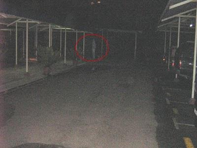 Gambar Hantu: Gambar Hantu Pocong Di Parking Apartment