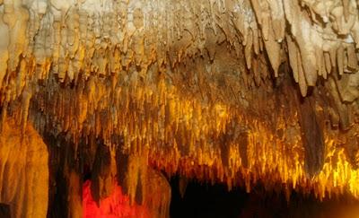 Khao kob, Cave