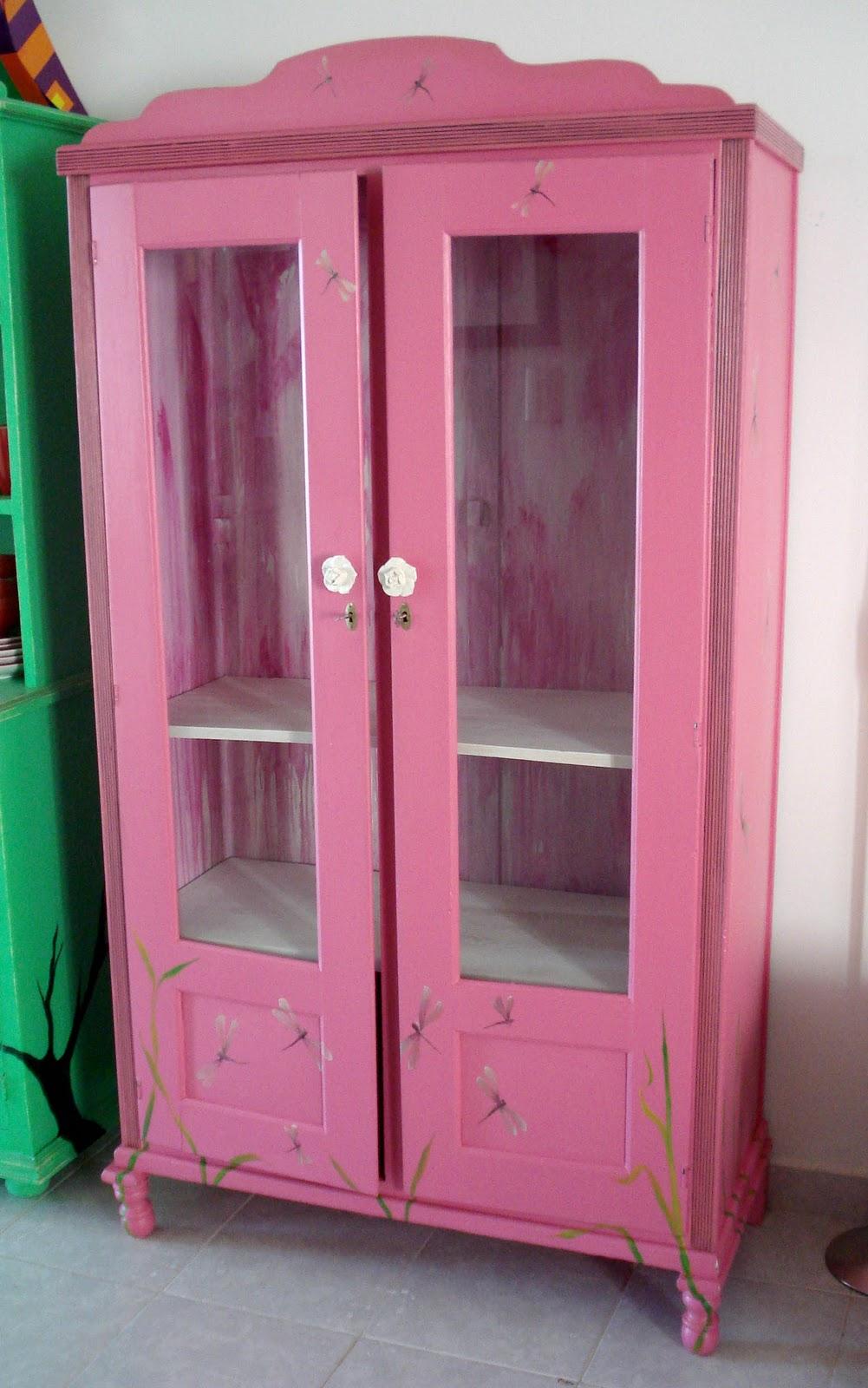 Furniture art diciembre 2010 for Roperos para habitaciones pequenas