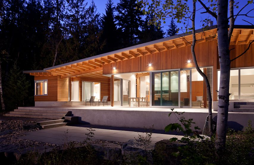 Cabin on the shore of shuswap lake british columbia for Lakes in bc with cabins