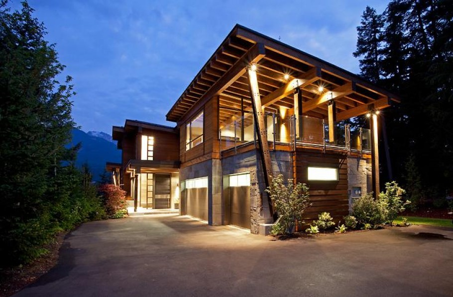Compass pointe house luxury home in whistler british for Contemporary log home plans