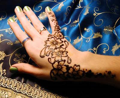 preparar henna tatuaje. los tatuajes de henna. Para prepara el tinte de henna, debes conseguir el