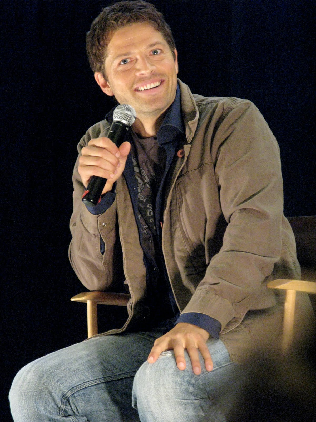 when misha left and the room refilled with oxygen demore barnes raphael took the stage for his first convention appearance