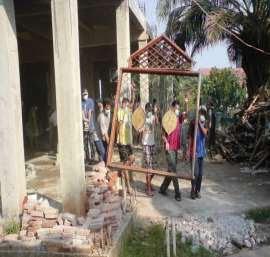 Pembangunan Masjid itu terus berlanjut