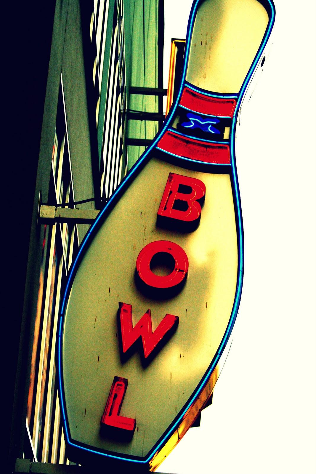 http://2.bp.blogspot.com/_vVBWf7GGkEg/S9hhWHxvYsI/AAAAAAAAAlw/53NzQuJ45ao/s1600/Bowling.jpg